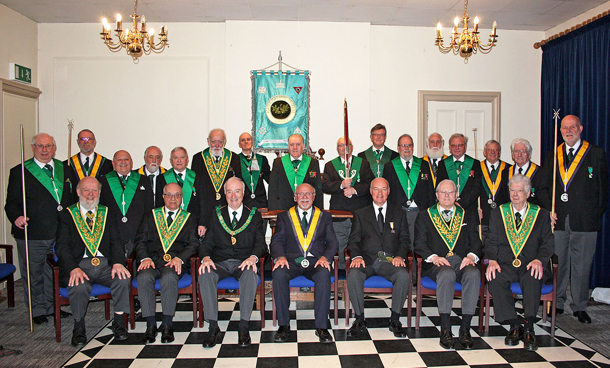 urrey Hills Council No. 2o8 welcomes the District Grand Prefect